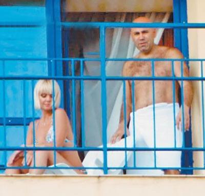 Валерия не стесняется откровенных свиданий на ... балконе (ф.